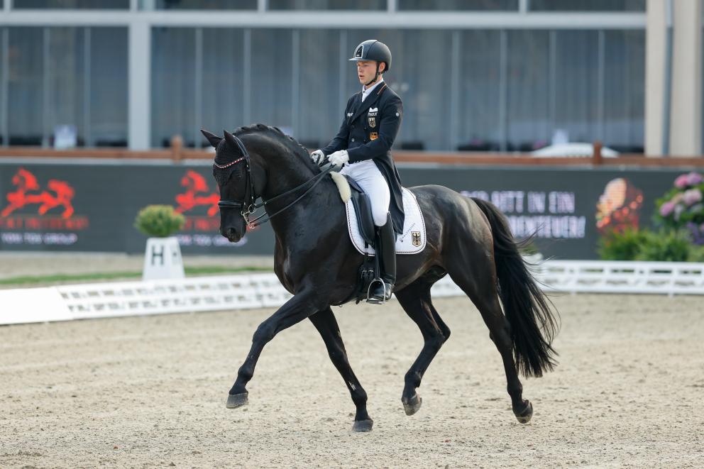 Auch das erste U25-Einzelgold geht nach Aubenhausen! - sport - news -  Reiterrevue International